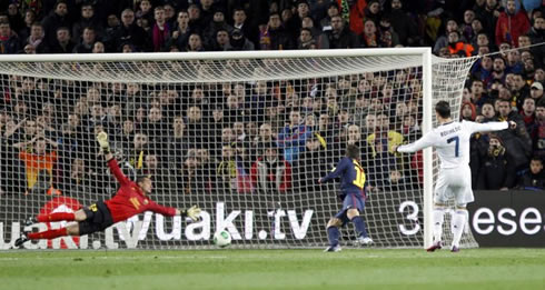 cristiano-ronaldo-640-second-goal-in-barcelona-1-3-real-madrid-from-a-di-maria-shot-rebound-at-the-camp-nou-in-2013.jpg